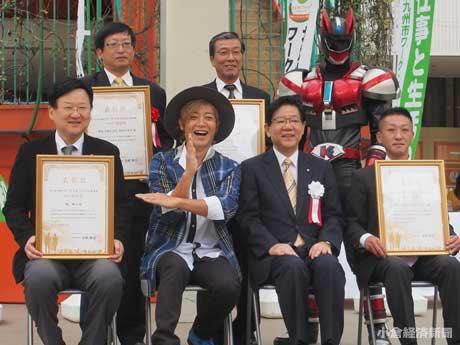 11月1日行われた表彰式にはタレントのつるの剛士さんも登壇し講演した