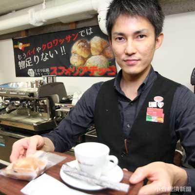 イートインコーナーでスフォリアテッラやデザインカプチーノを提供する「カフェ・オスピターレ」(筑紫野市)の森崎さん