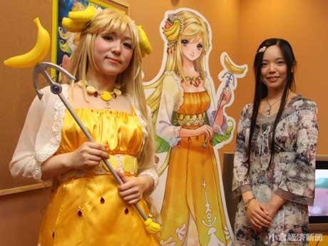 観光課の井上純子さん(左)とキャラクターをデザインした「しいたけ」さん