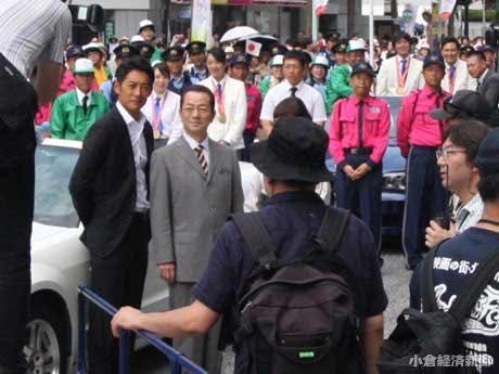 小文字通りを12時間封鎖して行われたロケ。水谷豊さんと反町隆史さん、約3000人の市民エキストラ、ボランティアらが撮影に挑んだ。