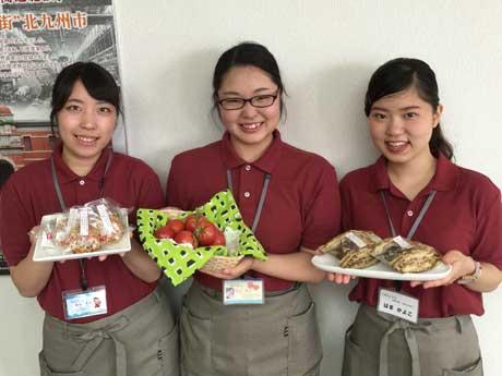ふりかけを開発した(左から)楠本美空さん、北川理子さん、濱佳代子さん