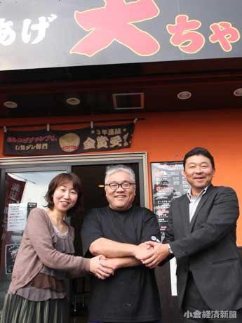 殿畑大作さん(中央)と、クラウドファンディング「アクトナウ」の井上裕乃さん(左)と松浦克泰さん(右)