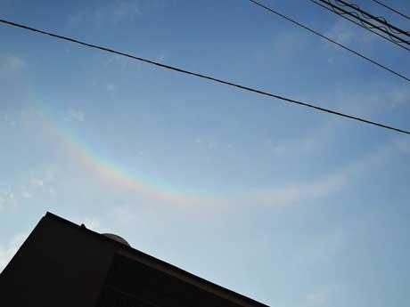 小倉北区上空で見られた「環天頂アーク」(提供写真)