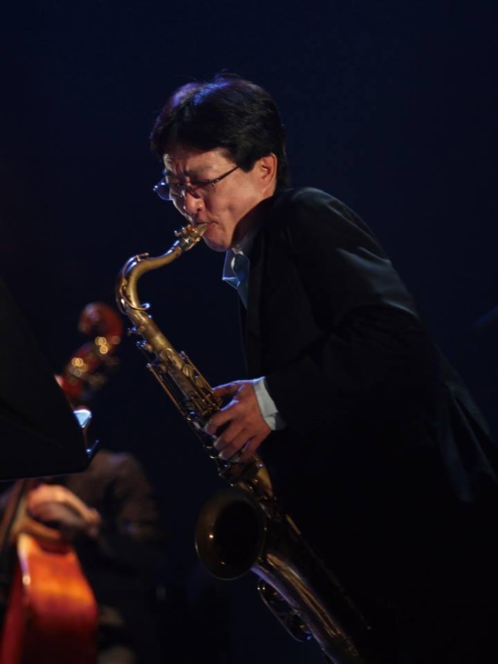 出演者らの中心的な存在となっているサックスプレーヤーの田部俊彦さん