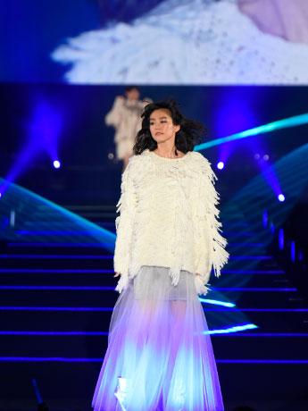 ショーのトップバッターを飾った桐谷美玲さん