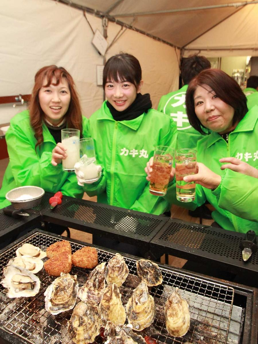 小倉「魚町銀天街」に期間限定カキ小屋 火災跡の遊休地活用