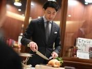 小倉でレストランサービス「世界一」宮崎辰さん講演 ウエーター「技術向上」を