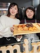 北九州に「ミニクロワッサン」店 「Kポップ」グッズ販売店が隣接、母娘で切り盛り