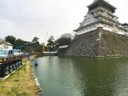小倉城の「お堀」に異変 水抜き調査で水位下がる