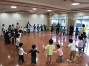 北九州の幼児園が出前授業 「児童養護施設の子どもに、英語に触れる機会を」