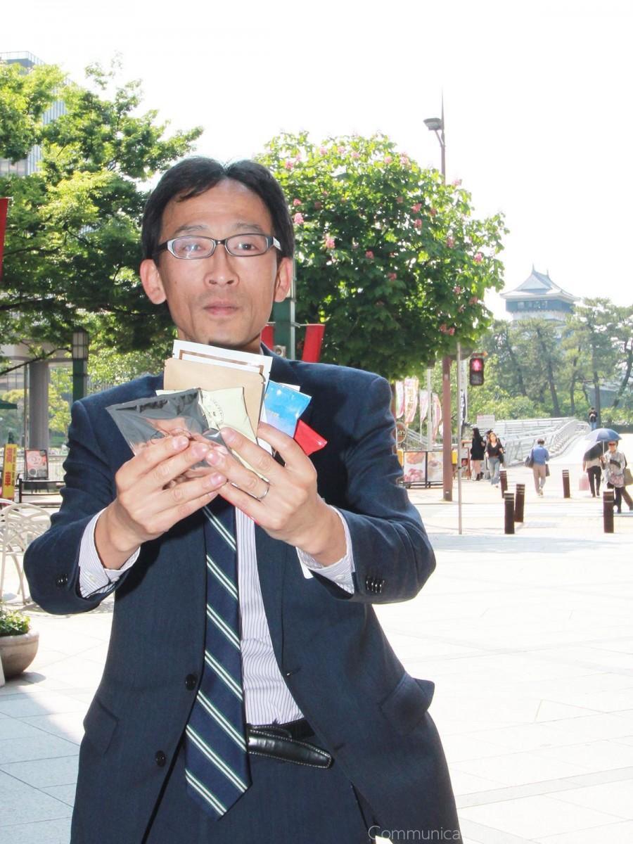 イベントを担当する安田優さん。期間中人気店のドリップバッグを集めた「アソートセット」(1,080円)を販売する。