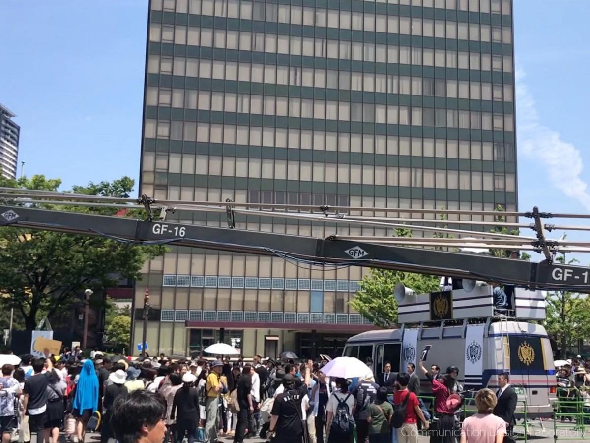 北九州市役所前の4車線道路を封鎖して行われたロケ