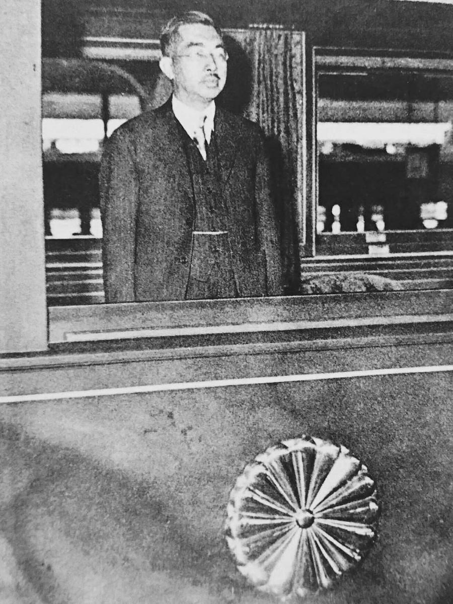 1949(昭和24)年九州をご巡幸された昭和天皇(提供写真)