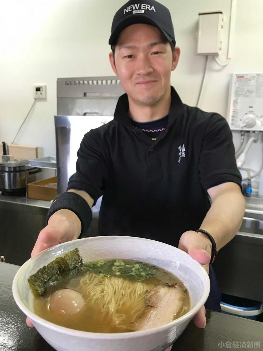 「まだ慣れない」という店長の古田伸悟さん