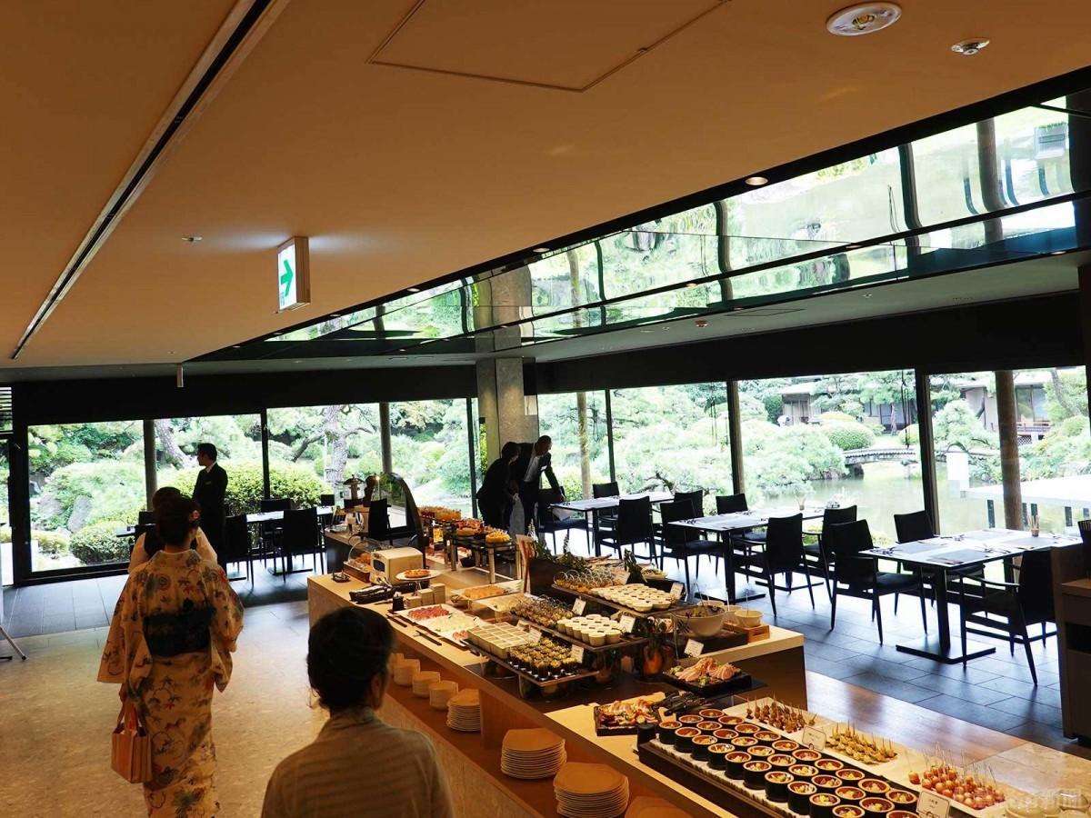 ビュッフェ形式で和洋料理を提供する「オールデイダイニング雫(しずく)」