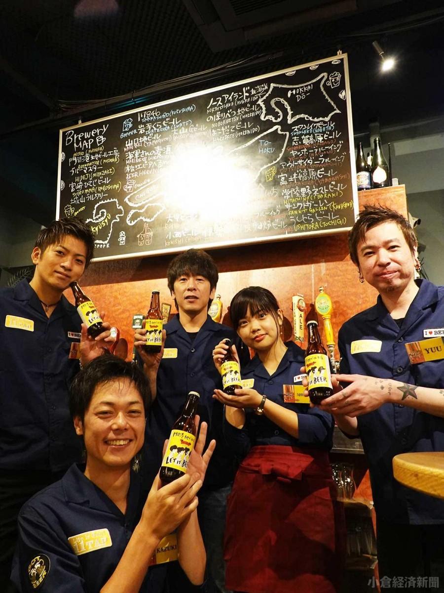 「11タップ」スタッフと窪山暢賴さん(後列中央)