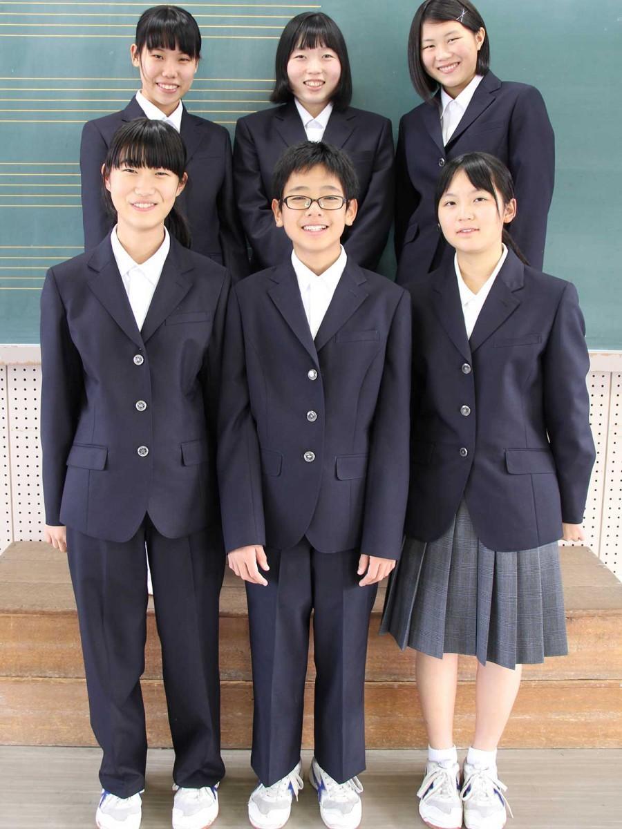 出演している「則松中学校」演劇部の生徒ら