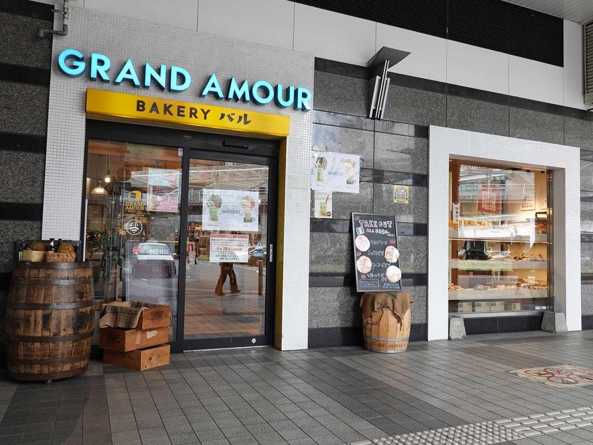 ほとんどの店舗が営業を取りやめた「アミュプラザ」1階で営業する「グランドアムール」