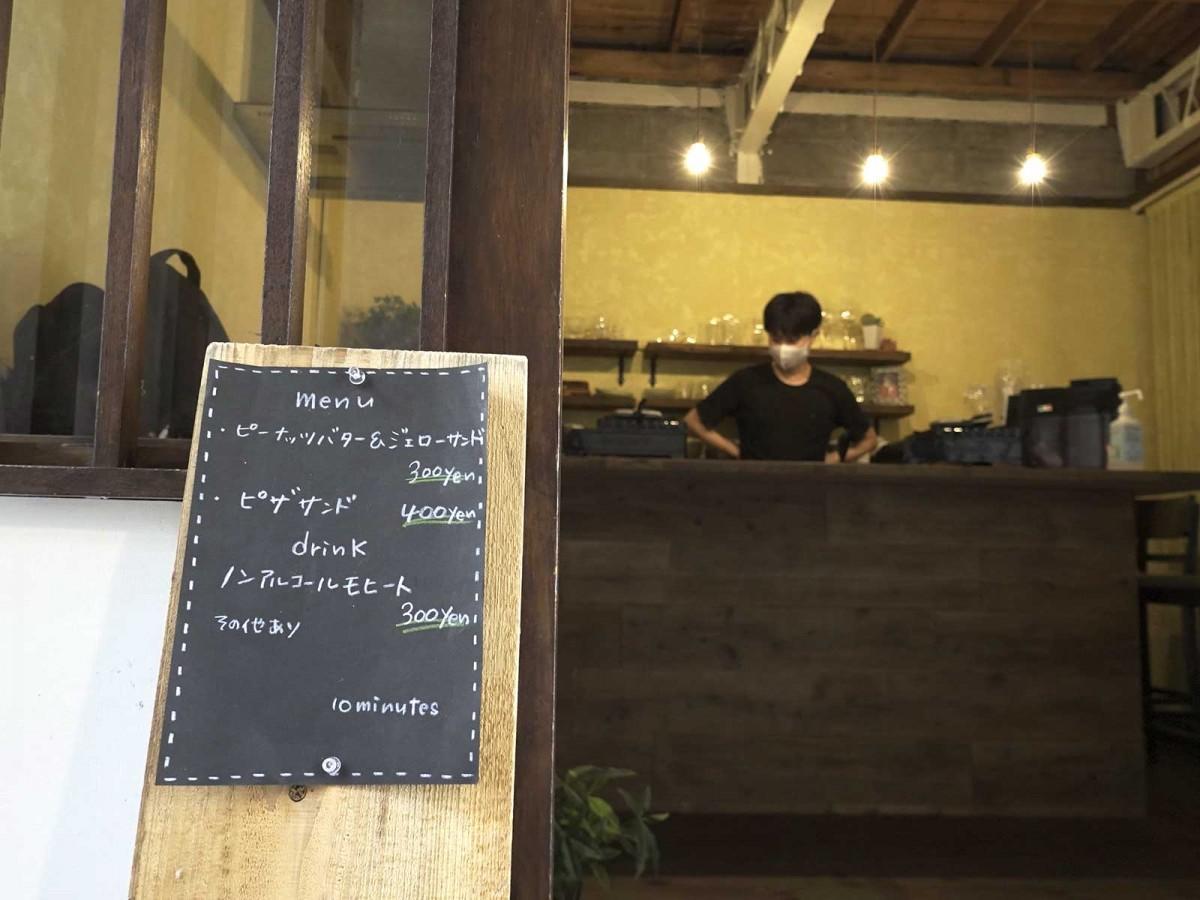 「カフェ Hunch」店頭