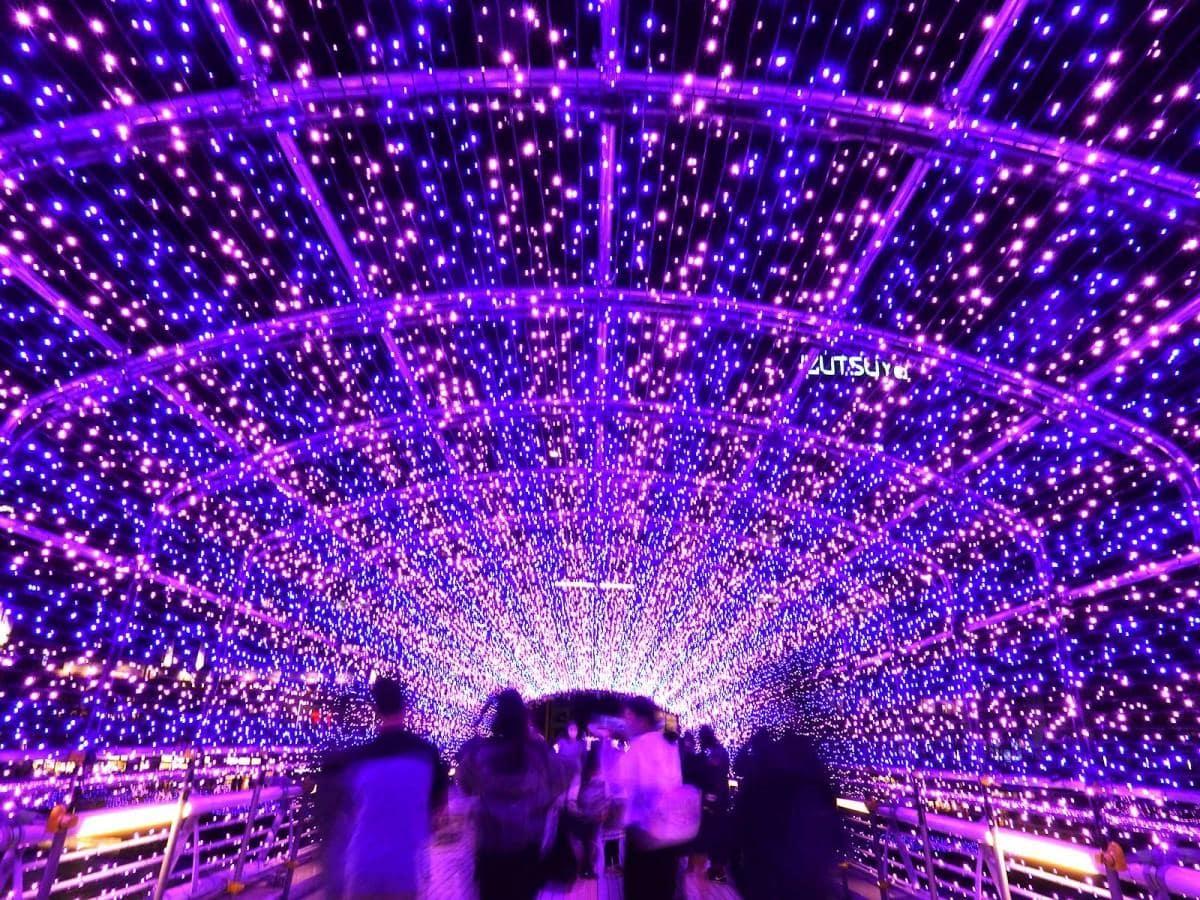 鴎外橋上の光のトンネル
