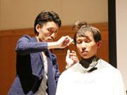 江東・大島でヘアショー 「イケメン」若手理容師ら壇上でパフォーマンスも