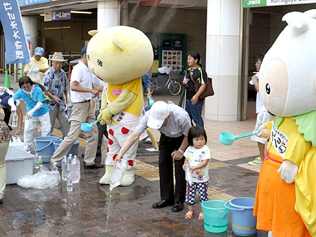 熊谷で「打ち水大作戦」 親子で参加できる水遊び「たらいぶね」やミニ新幹線も