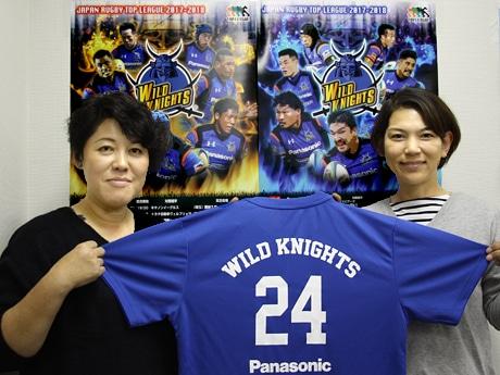 「同じ色のTシャツを着ると選手との一体感も生まれる」と来場を呼び掛ける事務局スタッフ