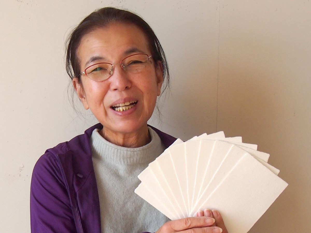 指導する伝統工芸士の谷野さん