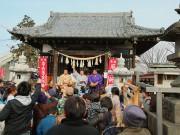 熊谷の神社で恒例の節分祭 追手風部屋力士が豆まき、100人超が来場