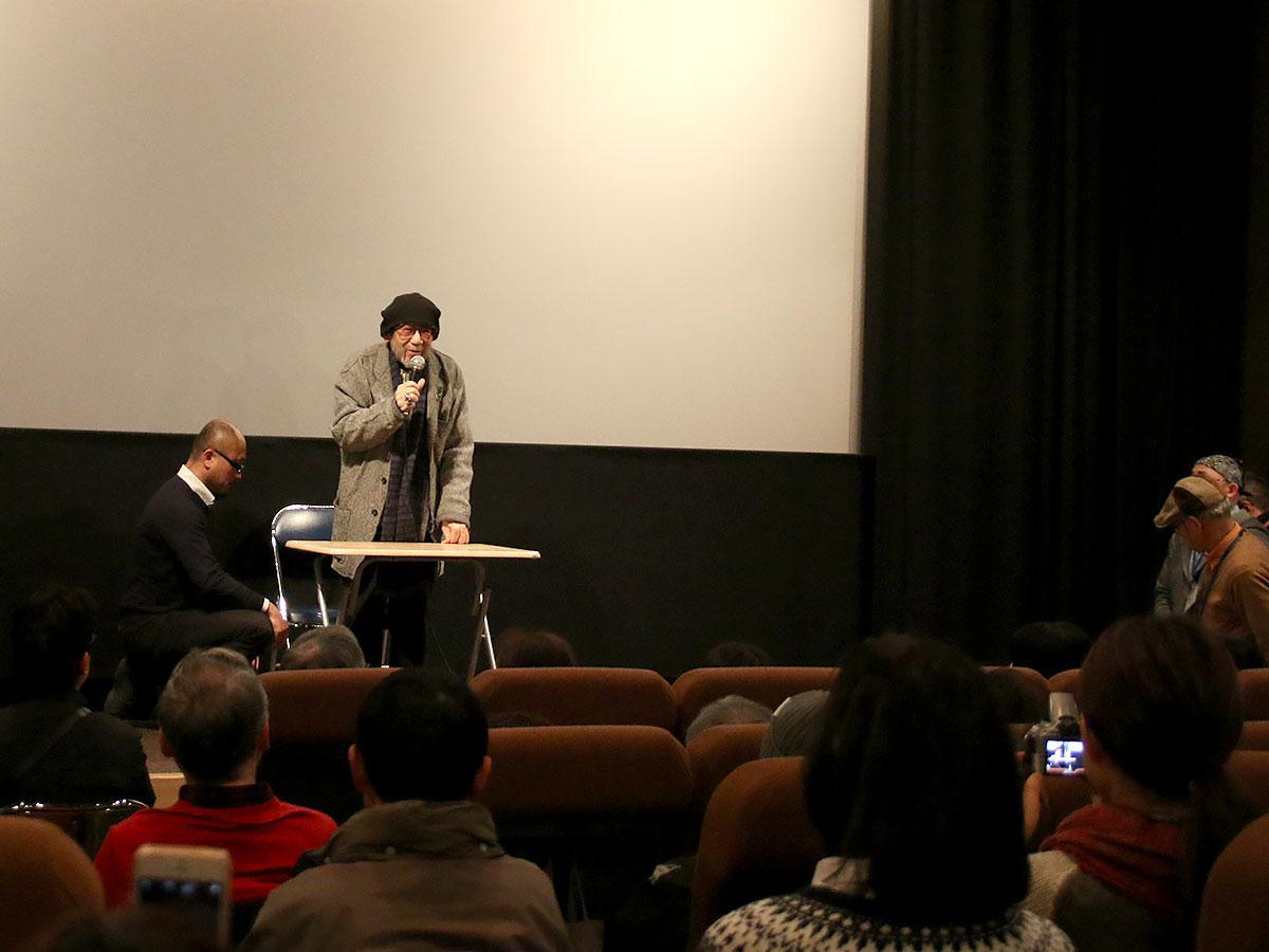 上映後、舞台あいさつに立つ大林監督