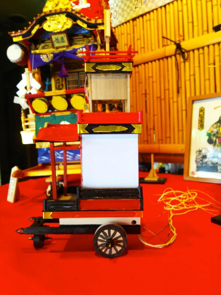 熊谷山車の特徴である三輪式台車などを再現