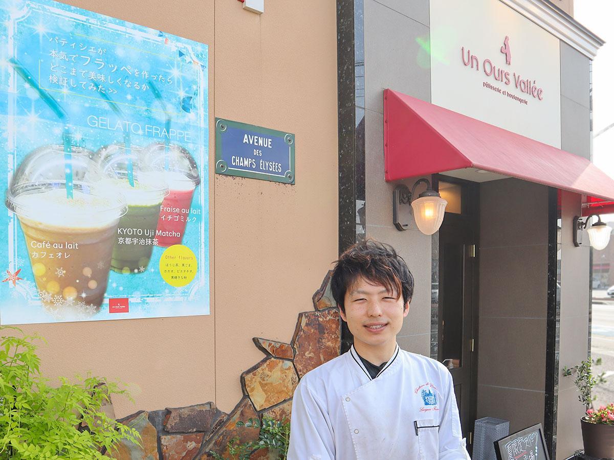 店頭で「ジェラートフラッペ」を紹介する清水さん