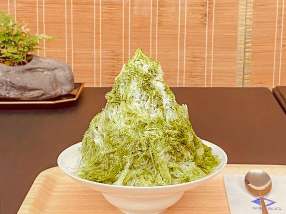 純氷を使いフワフワに削る氷と自家製のシロップを合わせる。人気の「抹茶ミルク」