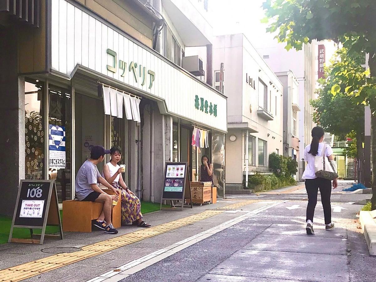 8月1日に県内初の施策活用店となった煎茶のテークアウト専門店「108 ocha stand & share space トナリノ、」