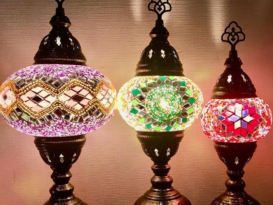ライトがついているときも、ついていなくても、異なる雰囲気が楽しめるトルコランプ