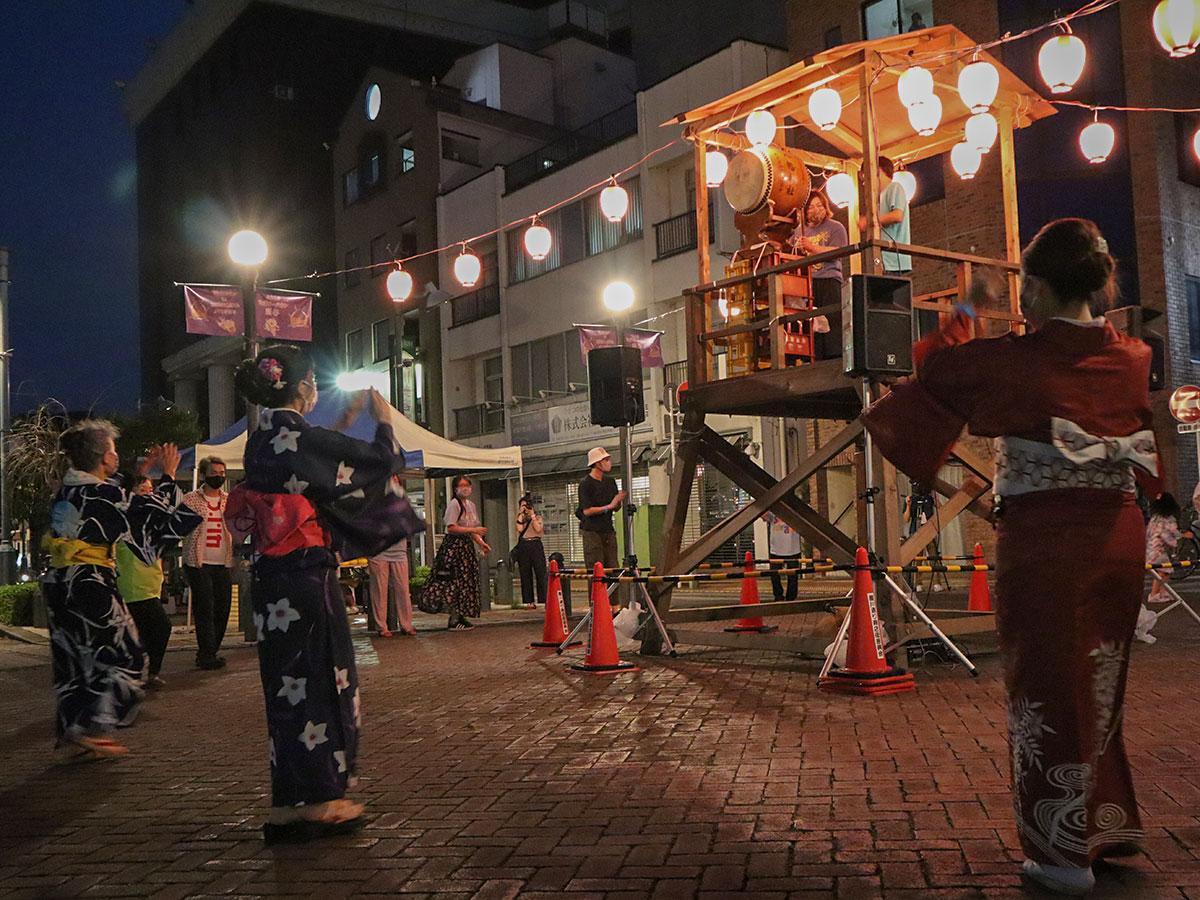 検温やマスク着用などコロナ対策しながら開催した「納涼大盆踊り大会」。およそ300人が参加した