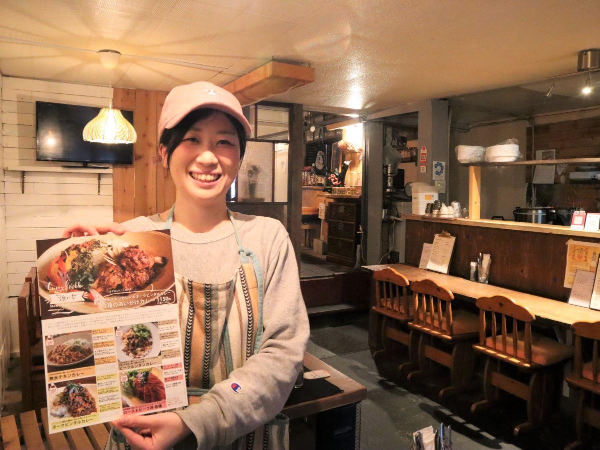 スパイスカレーの通販も始めた。「ご自宅でも楽しんで」と紹介する矢野さん