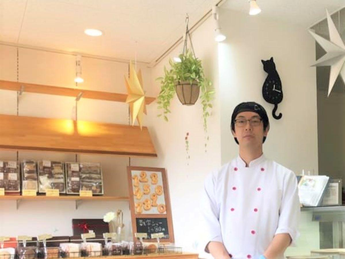 「お客さまの笑顔を思いながらワクワクした気持ちでスイーツを作っている」と店主の仲村柄圭太さん