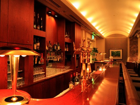 「ホテル日航倉敷」地下1階にある「ハイザバー」のカウンター