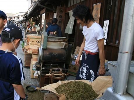 倉敷・美観地区の老舗、週末限定でほうじ茶焙煎-香り漂わせ人気に
