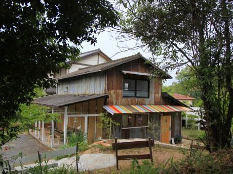 「Bakery Yuumino」。カラフルな屋根も店長の夫による手作り
