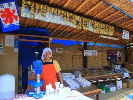 玉島の陶で桃農園を経営する「月桃パーラー」店主の竹内潔忠さん