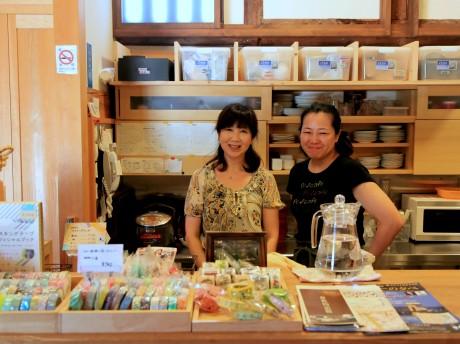 「みんなのぽっ♪カフェ」福田優子さん(左)と石川芳子さん(右)