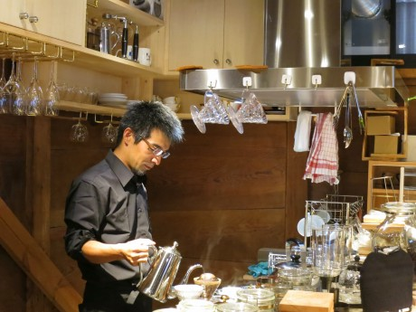 「kobacoffee」店主で焙煎(ばいせん)士の小林恭一さん
