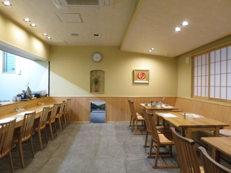 「旬菜 あかぎ」1階カウンターとテーブル席