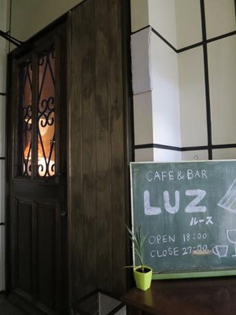 「ルース」入り口のアンティークドア