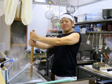 セルフうどん店「ふじ心」店主の藤田真示さん