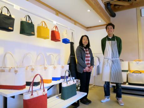 奈良林賢治店長と母の訓子さん