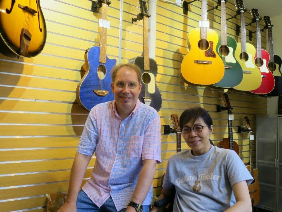 倉敷・黒崎に楽器店「ギタートレイラー」 米国人ジャズ演奏家が開業