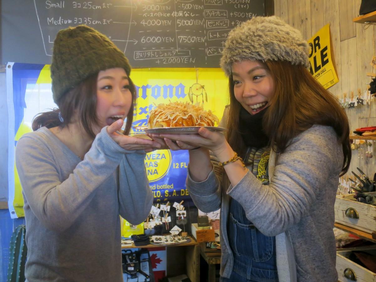 店主の近藤沙希さん(右)と店長の多田智美さん(左)